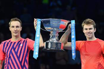 epa05639836 Henri Kontinen and John Peers celebrate their win over Raven Klaasen and Rajeev Ram following the final of the Mens doubles at the ATP Tour tennis finals at the O2 Arena in London, Britain, 20 November 2016.