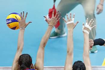 A chinesa Ting Zhu em ação na final de voleibol feminino