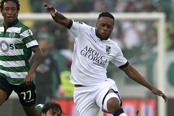 Hernâni em ação pelo Vitória SC contra o Sporting.