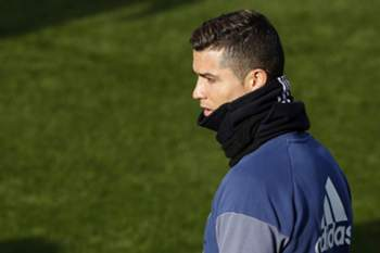 epa05695954 Real Madrid's Portuguese forward Cristiano Ronaldo attends the team's training session at Valdebebas sport city in Madrid, Spain, 03 January 2016. Real Madrid will face Sevilla FC on 04 January in a King's Cup round of 16 match. EPA/CHEMA MOYA