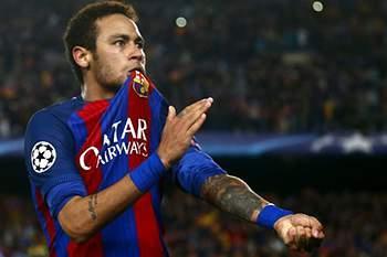 epa05837559 FC Barcelona's Brazilian striker Neymar jubilates winning the UEFA Champions League second leg round of 16 match between FC Barcelona and Paris Saint-Germain at Camp Nou stadium in Barcelona, Catalonia, Spain, 08 March 2017. EPA/QUIQUE GARCIA