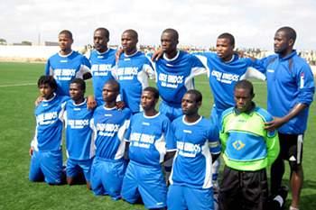 Equipa de futebol da ilha do Maio em 2014.