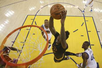 Iman Shumpert (C) goes to the basket as Golden State Warriors' forward Harrison Barnes (R) and Golden State Warriors' guard forward Andre Iguodala (L) looks on during the NBA Finals game five between Cleveland Cavaliers and Golden State Warriors at the Oracle Arena in Oakland, California, USA, 13 June 2016.