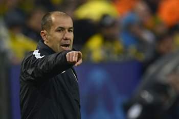 Leonardo Jardim dá indicações durante o jogo entre Monaco e Borussia Dortmund