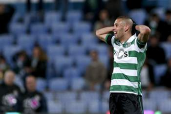 Sporting's player Slimani reacts after miss a goal against Belenenses during the Portuguese First League soccer match held at Restelo stadium in Lisbon, Portugal, 04 April 2016. ANTONIO COTRIM/LUSA