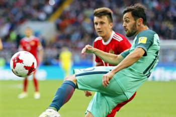 epa06041456 Bernardo Silva (front) of Portugal in action during the FIFA Confederations Cup 2017 group A soccer match between Russia and Portugal at the Spartak Stadium in Moscow, Russia, 21 June 2017.