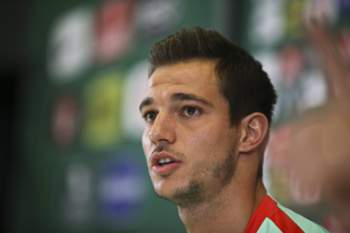 epa05354336 Portugal national team soccer player Cedric Soares during a press conference in Marcoussis near Paris, France, 10 June 2016, where the team of Portugal is based during the UEFA EURO 2016. EPA/MIGUEL A.LOPES