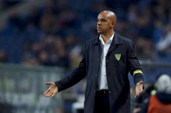 Tondela's head-coach Pepa reacts during their Portuguese First League soccer match against FC Porto, held at Dragao stadium, in Porto, Portugal, 17th February 2017. JOSE COELHO/LUSA