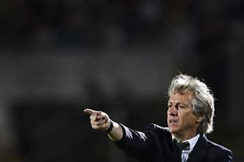 Sporting's head coach Jorge Jesus gestures during the Portuguese First League soccer match against Vitoria de Setubal at Bonfim Stadium, in Setubal, Portugal, 14 April 2017. MARIO CRUZ/LUSA