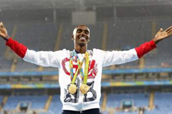 epaselect epa05504267 Mo Farah of Britain poses with his gold medals on the podium after winning the men's 5000m final of the Rio 2016 Olympic Games Athletics, Track and Field events at the Olympic Stadium in Rio de Janeiro, Brazil, 20 August 2016. farah alson won the 10000m final. EPA/YOAN VALAT