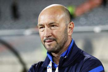 epa04782910 (FILE) A file picture dated 18 March 2014 of Al-Jazira's Italian head coach Walter Zenga during the AFC Champions League group A soccer match between Esteghlal FC and Al-Jazira FC at Azadi stadium in Tehran, Iran. Walter Zenga was set to take over Italian Serie A side UC Sampdoria after the departure of Sinisa Mihajlovic, the Genoa club said on 04 June 2015. EPA/ABEDIN TAHERKENAREH