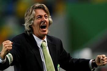 Filipe Moreira, treinador do do Mafra, festeja a marca