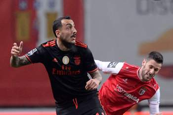 Mitroglouepa05804478 Sporting de Braga player Ricardo Ferreira (R) in action against Benfica's player Konstantinos Mitroglou during the Portuguese First League soccer match between SC Braga and SL Benfica, held at Braga Municipal Stadium, in Braga, Portugal, 19 February de 2017. EPA/HUGO DELGADO