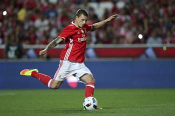 Benfica's player Lindelof misses a penalty during the Eusebio Cup game against Torino at Luz Stadium, in Lisbon, Portugal, 27 July 2016. MARIO CRUZ/LUSA