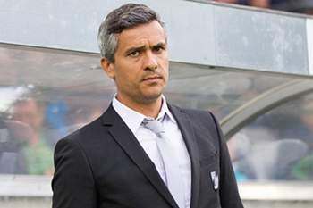 epa04866631 Coach Armando Evangelista of Guimaraes during the UEFA Europa League third qualifying round match between SCR Altach and Vitoria Guimaraes, in Innsbruck, Austria, 30 July 2015. EPA/EXPA/Johann Groder