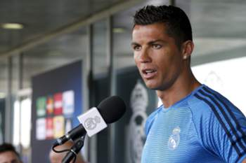 epa05326805 Real Madrid's Portuguese striker Cristiano Ronaldo speaks to the media during the Open Media Day after a training session held at the Valdebebas' Sports Complex in Madrid, Spain, 24 May 2014. Real Madrid will face Atletico Madrid in the UEFA Champions League final at San Siro stadium in Milan on 28 May. EPA/CHEMA MOYA