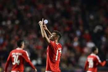 Jonas celebra o golo marcado ao Zenit no Estádio da Luz.