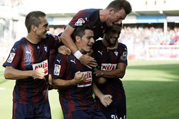 Saúl Berjón celebra um golo do Eibar