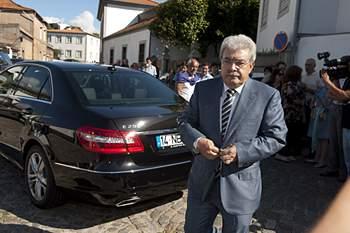 Joaquim Oliveira, patrão da Olivedesportos, à chegada à igreja de Nevogilde.
