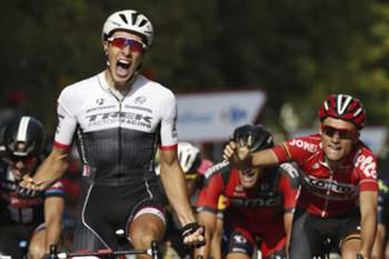 epa04911085 Dutch cyclist of Trek team Danny Van Poppel (L) wins the twelfth stage of the 2015 Vuelta a Espana cycling race, 173 km between Escaldes-Engordany (Andorra) and Lerida, northeastern Spain, 03 September 2015.