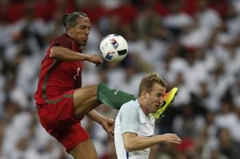 O central português viu o vermelho direto contra a Inglaterra