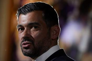 epa06017327 FC Porto's new Portuguese head coach Sergio Conceicao during is official presentation at the Dragao stadium in Porto, Portugal, 08 June 2017. Sergio Conceicao signed a two-year contract with FC Porto. EPA/JOSE COELHO