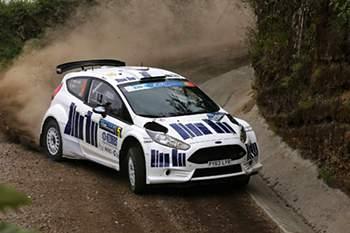João Barros em ação no seu Ford