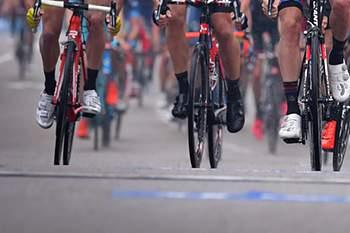UCI vai investigar acidente causado por duas motos na Volta à Bélgica