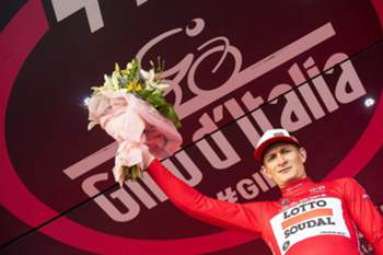 epa05308169 German rider Andre Greipel of the Lotto Soudal team celebrates on the podium after retaining the best sprinter's red jersey following the ninth stage of the Giro d'Italia cycling race, a time trial over 40.5km from Radda in Chianti to Greve in Chianti, Italy, 15 May 2016. EPA/CLAUDIO PERI
