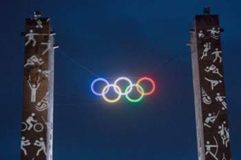 epa04602305 The Olympic rings are lit up at the Olympic Stadium in Berlin, Germany, 03 February 2015. With his action, Olympic Stadium GmbH is advertising for the Olympic Games in Berlin. EPA/Maurizio Gambarini