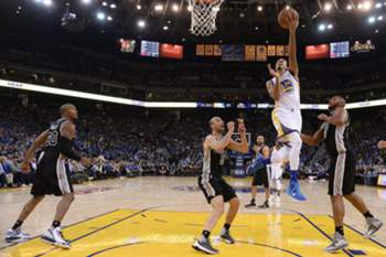 Shaun Livingston salta mais alto do que Manu Ginobili e Boris Diaw