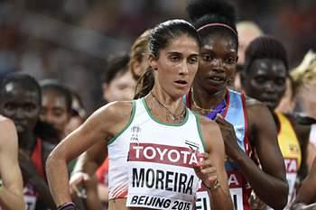Sara Moreira em ação nos 10.000 metros dos Mundiais de atletismo em Pequim.