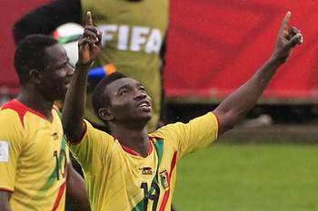 Adama Traore celebra um golo pelo Mali.