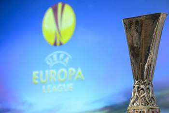 epa04134901 The UEFA Europa League trophy is seen during the draw of the quarter finals of the UEFA Europa League 2013/14 at the UEFA Headquarters in Nyon, Switzerland, 21 March 2014. EPA/LAURENT GILLIERON