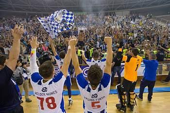 Equipa de hóquei em patins do FC Porto celebra vitória na Taça