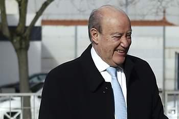 O presidente do FC Porto, Jorge Nuno Pinto da Costa (E), à chegada para a assembleia-geral extraordinária da Liga Portuguesa de Futebol Profissional no Porto, 07 de fevereiro de 2017. ESTELA SILVA/LUSA