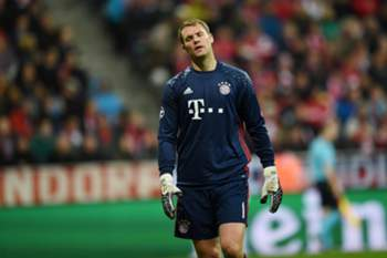 epa05592633 Bayern goalkeeper Manuel Neuer reacts after PSV scored a goal during the UEFA Champions League group D match between Byern Munich and PSV Eindhoven in Munich, Germany, 19 October 2016. EPA/TOBIAS HASE