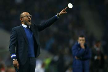 FC Porto's head coach Nuno Espiríto Santo reacts during the Portuguese First League soccer match with Benfica held at Dragao stadium in Porto, Portugal, 06 November 2016. ESTELA SILVA/LUSA