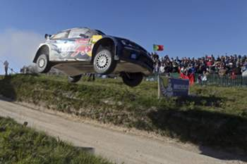 epa04764825 Jari-Matti Latvala of Finland driving his Volkswagen Polo R WRC during the fourth day of the WRC Rally of Portugal in Fafe, Portugal, 24 May 2015. EPA/JOSE COELHO