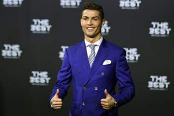 epa05707984 Real Madrid's Portuguese striker Cristiano Ronaldo poses for photographers as he arrives prior to the FIFA Awards 2016 gala at the Swiss TV studio in Zurich, Switzerland, 09 January 2017. The best soccer player of 2016 will be chosen during the ceremony.