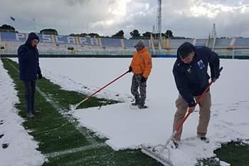 Jogo da Liga italiana de futebol entre Pescara e Fiorentina adiado devido à neve
