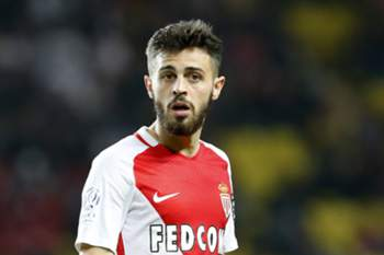 epa05964906 Bernardo Silva of AS Monaco reacts during the French Ligue 1 soccer match, AS Monaco vs Lille OSC, at Stade Louis II, in Monaco, 14 May 2017. EPA/SEBASTIEN NOGIER