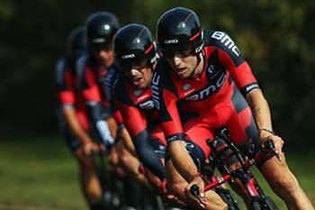 Taylor Phinney lidera a equipa da BMC durante os Campeonatos do Mundo de ciclismo de estrada