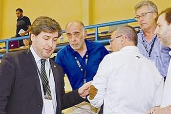 Adelino Caldeira e Bruno de Carvalho desentenderam-se na final da Taça de Portugal em andebol de 2013.