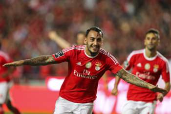 epa04886655 Sport Lisboa e Benfica player, Mitroglou, celebrates after scoring a goal against Estoril Praia during the Portuguese First League match held at Luz Stadium in Lisbon, Portugal, 16 August 2015. EPA/JOSE SENA GOULAO