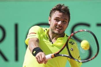 epa05321692 Switzerland's Stanislas Wawrinka returns the ball to Marin Cilic of Croatia during their final match of the Geneva Open ATP 250 Tennis tournament, in Geneva, Switzerland, Saturday, May 21, 2016. EPA/MARTIAL TREZZINI