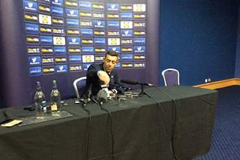 Pedro Caixinha em conferência de imprensa