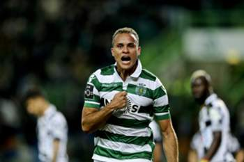 epa05175834 Sporting of Lisbon soccer player Ewerton celebrates after scoring a goal to Boavista FC during their Portuguese first league soccer match held at Alvalade XXI Stadium in Lisbon, Portugal, 22nd of February 2016. EPA/MIGUEL A. LOPES