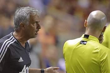 Mourinho protesta contra árbitro