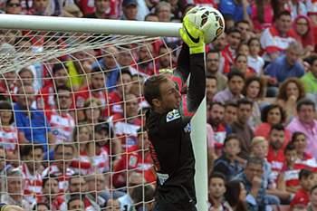 Jan Oblak em ação num jogo entre Atlético Madrid e Granada